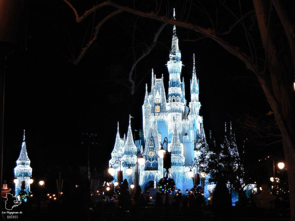 Château de Magic Kingdom à visiter à Walt Disney World en Floride dans notre article Walt Disney World en Floride : Le meilleur de ce parc d'attractions en Floride #waltdisney #waltdisneyworld #floride #disney #parcattraction #orlando