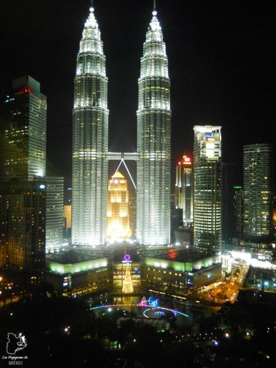 Tours Petronas de Kuala Lumpur lors de mon tour du monde d'un an dans notre article Mon tour du monde d'un an à 50 ans : le voyage d'une vie #tdm #tourdumonde #voyage #voyageunan #senior