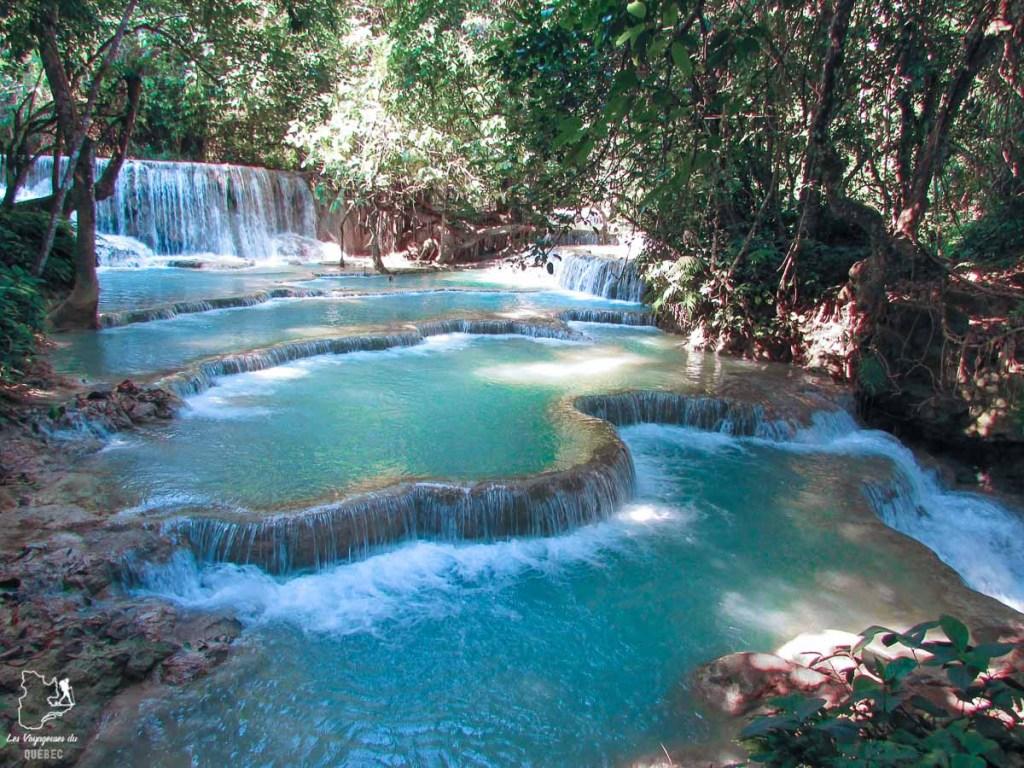 Kuang Si waterfall à Luang Prabang au Laos dans mon tour du monde d'un an dans notre article Mon tour du monde d'un an à 50 ans : le voyage d'une vie #tdm #tourdumonde #voyage #voyageunan #senior
