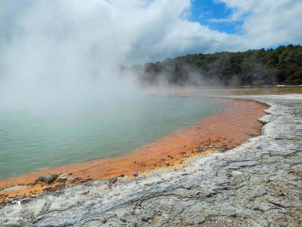 Phénomène géologique de Wai-o-Tapu en Nouvelle-Zélande dans notre article Mon tour du monde d'un an à 50 ans : le voyage d'une vie #tdm #tourdumonde #voyage #voyageunan #senior