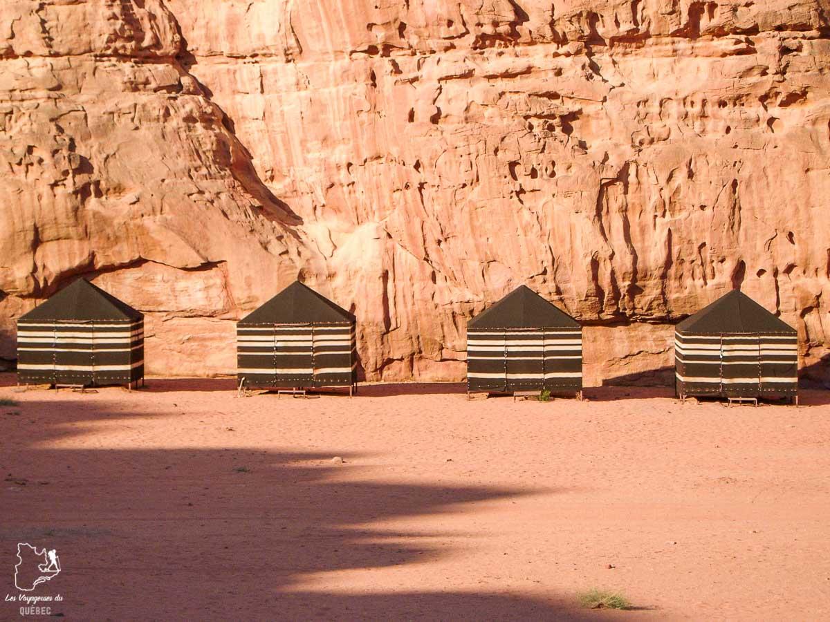 Campement bédouin dans désert du Wadi Rum dans notre article Déserts du monde : L'expérience mystique du Sahara, Thar et Wadi Rum #deserts #desert #sahara #thar #wadirum #voyage
