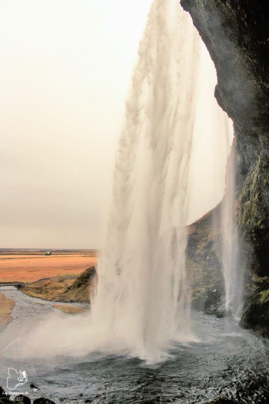 La chute Seljalandsfoss, un incontournable à visiter en Islande dans notre article Visiter l'Islande : quoi faire et voir en 4 jours seulement #islande #europe #voyage
