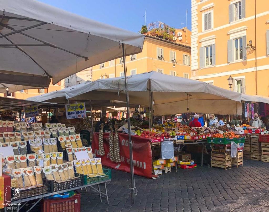 Le marché Campo Di Fiori à Rome dans notre article Visiter Rome en 4 jours : Que faire à Rome, la capitale de l'Italie #rome #italie #europe #voyage