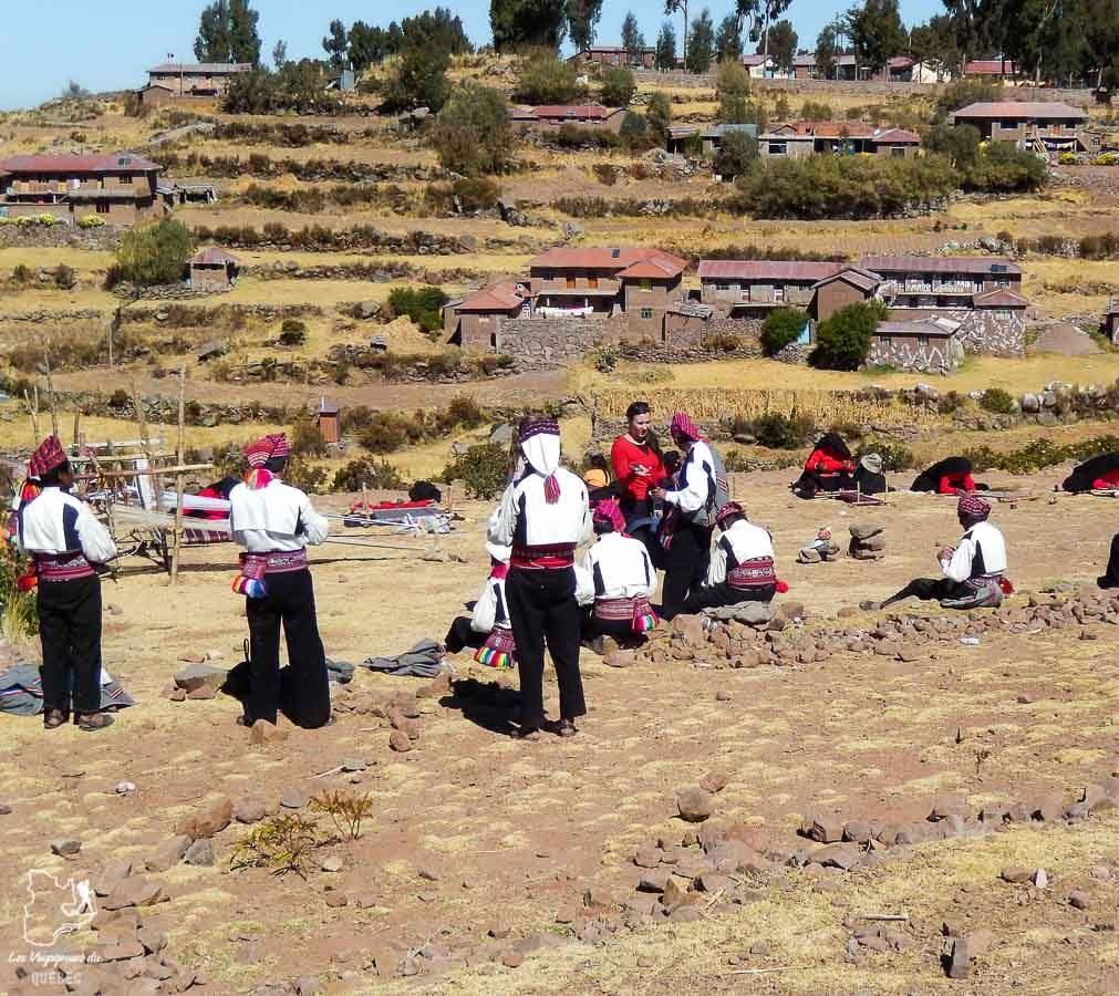 Fête des moissons sur l'île Taquile sur le lac Titicaca au Pérou dans notre article Le lac Titicaca au Pérou : Mon expérience sur 3 îles et dans une famille locale #perou #lactiticaca #titicaca #voyage #ameriquedusud