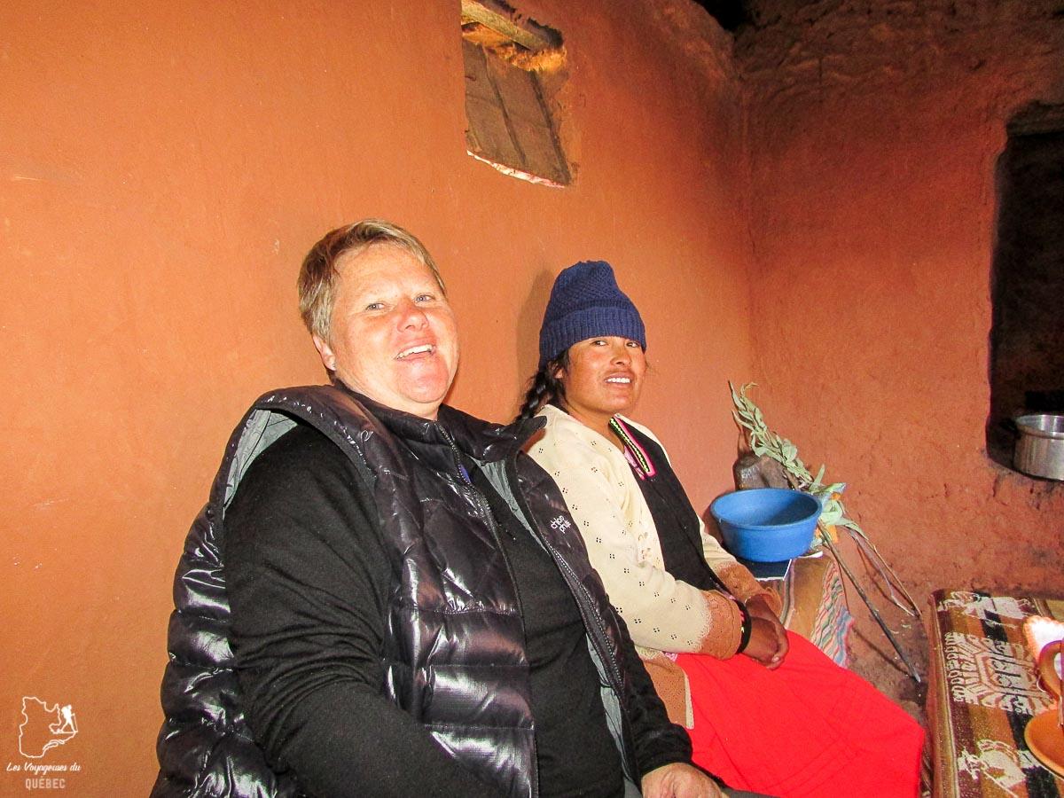 Souper avec une famille locale sur l'île Amantani au lac Titicaca au Pérou dans notre article Le lac Titicaca au Pérou : Mon expérience sur 3 îles et dans une famille locale #perou #lactiticaca #titicaca #voyage #ameriquedusud