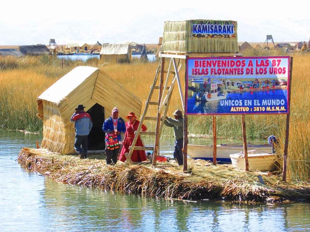 Débarcadère sur l'île Kamisaraki sur le lac Titicaca au Pérou dans notre article Le lac Titicaca au Pérou : Mon expérience sur 3 îles et dans une famille locale #perou #lactiticaca #titicaca #voyage #ameriquedusud