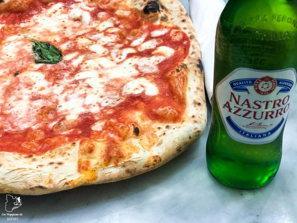 Manger une pizza à la pizzeria Da Michele de Naples dans notre article Que faire à Naples en Italie et voir : Visiter Naples, Pompéi et la Côte Amalfitaine #naples #italie #europe #voyage #pompei #coteamalfitaine