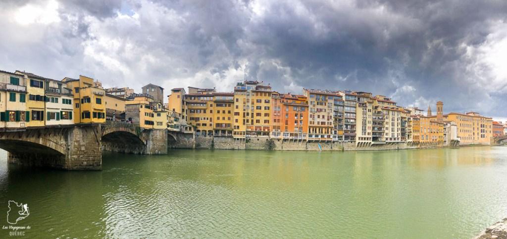 Ponte de Vecchio et le fleuve Arno à Florence en Toscane dans notre article Visiter la Toscane en Italie : Mes incontournables de que faire et voir en 10 jours #toscane #italie #europe #voyage #itineraire #florence