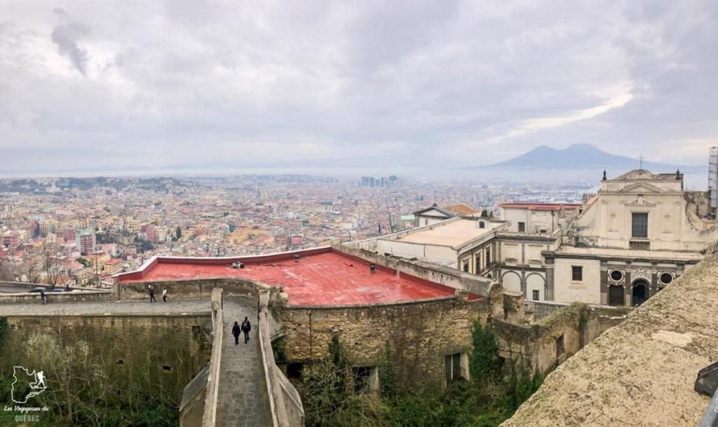 Vue sur Naples en Italie dans notre article Que faire à Naples en Italie et voir : Visiter Naples, Pompéi et la Côte Amalfitaine #naples #italie #europe #voyage #pompei #coteamalfitaine