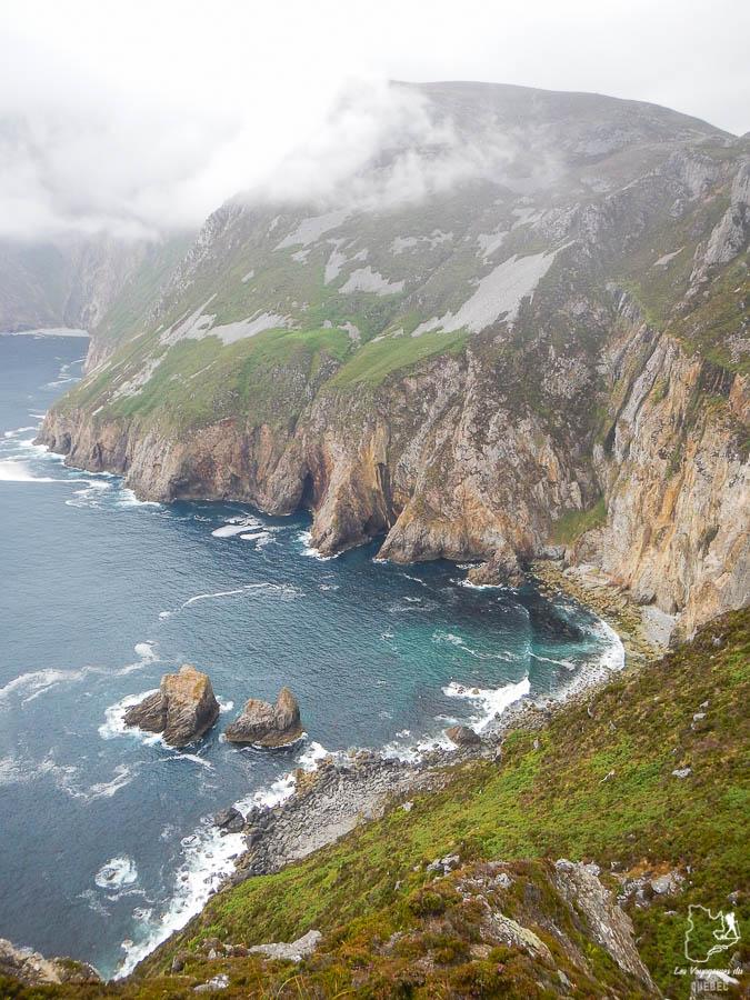 Les falaises de Slieve League en Irlande dans notre article Road trip en Irlande : 3 semaines de road trip en couple à travers l'Irlande #irlande #irlandedunord #roadtrip #circuit #europe #voyage