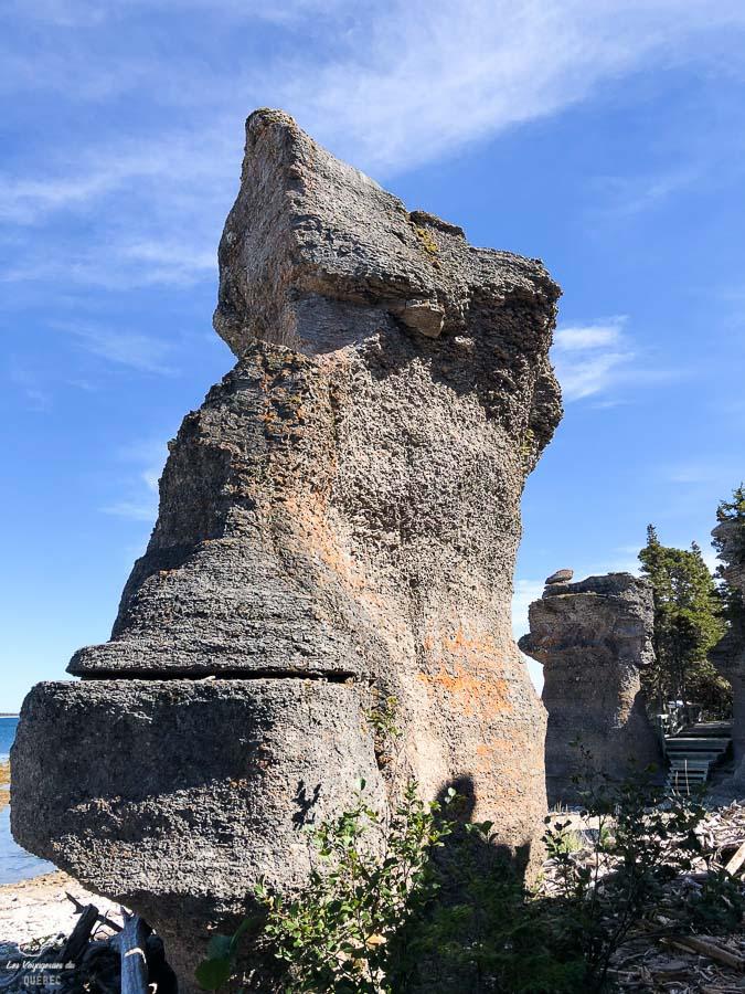 L'Île Niapiskau sur l'Archipel-de-Mingan dans notre article Road trip sur la Côte-Nord au Québec : Itinéraire voyage de 10 jours en van #cotenord #quebec #bonjourquebec #canada #roadtrip #voyage