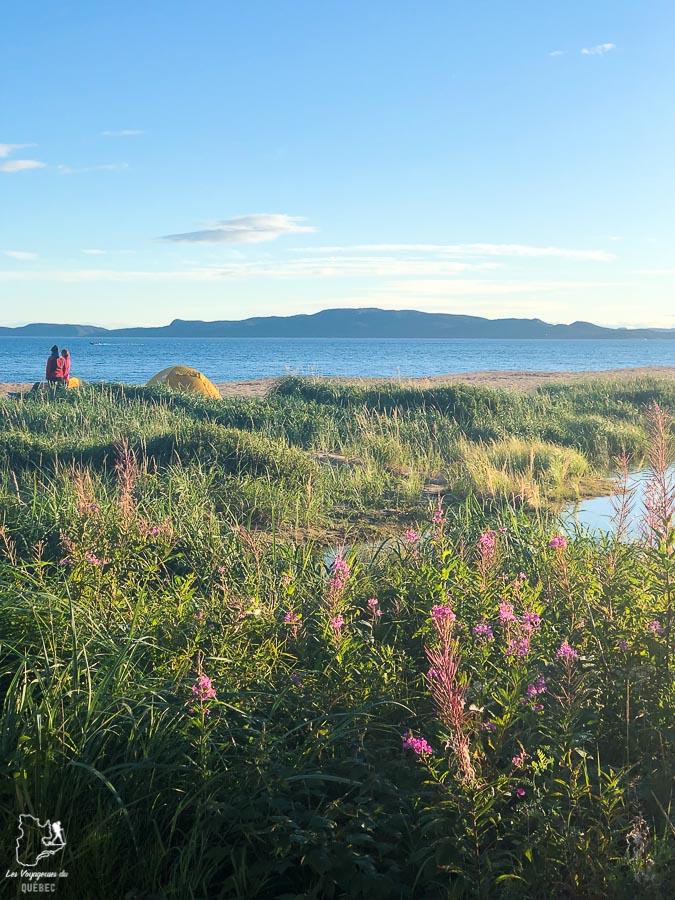 Prendre l'apéro devant les îles de Sept-Îles dans notre article Road trip sur la Côte-Nord au Québec : Itinéraire voyage de 10 jours en van #cotenord #quebec #bonjourquebec #canada #roadtrip #voyage