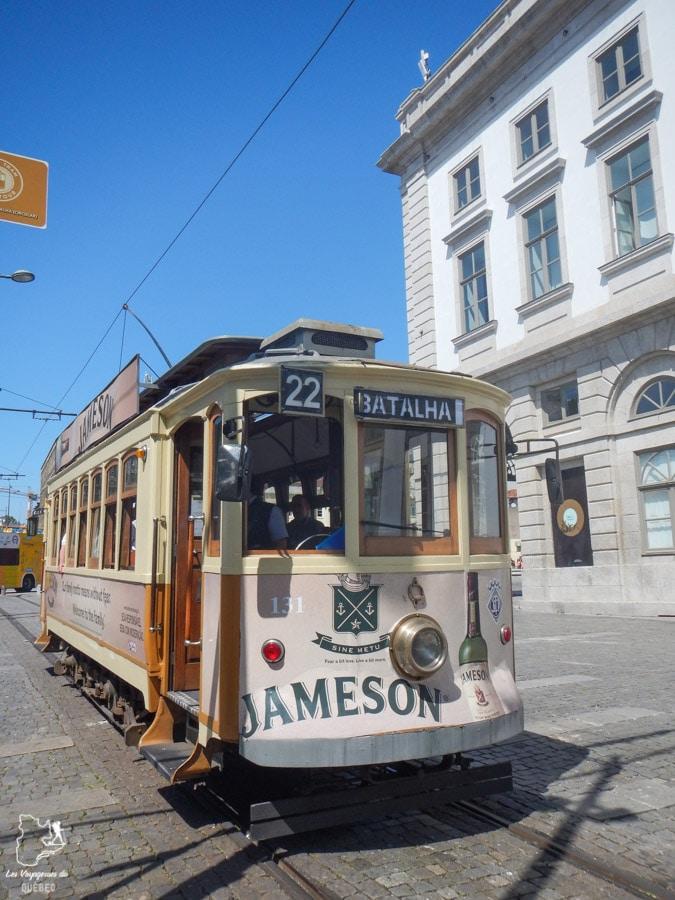 Tramway à Porto dans notre article Visiter Porto au Portugal et la Vallée du Douro : Que faire en 7 incontournables #porto #valleedudouro #portugal #europe #voyage