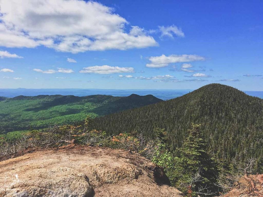 Randonnée pédestre au Parc national du Mont Mégantic dans notre article La randonnée au Québec : 8 randonnées pédestres au Québec testées et approuvées #randonnee #randonneepedestre #quebec #canada