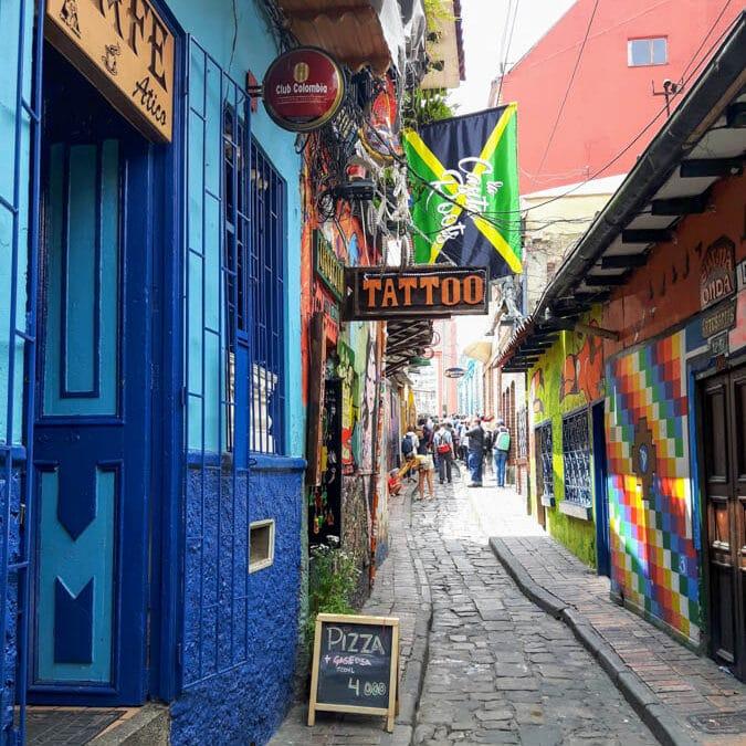 Callejon del Embudo à Bogota dans notre article Voyage en Colombie : 3 semaines à voyager seule en Colombie à Bogotá, Carthagène et San Andrés #colombie #ameriquedusud #voyagerseule #voyage #bogota #carthagene #sanandres