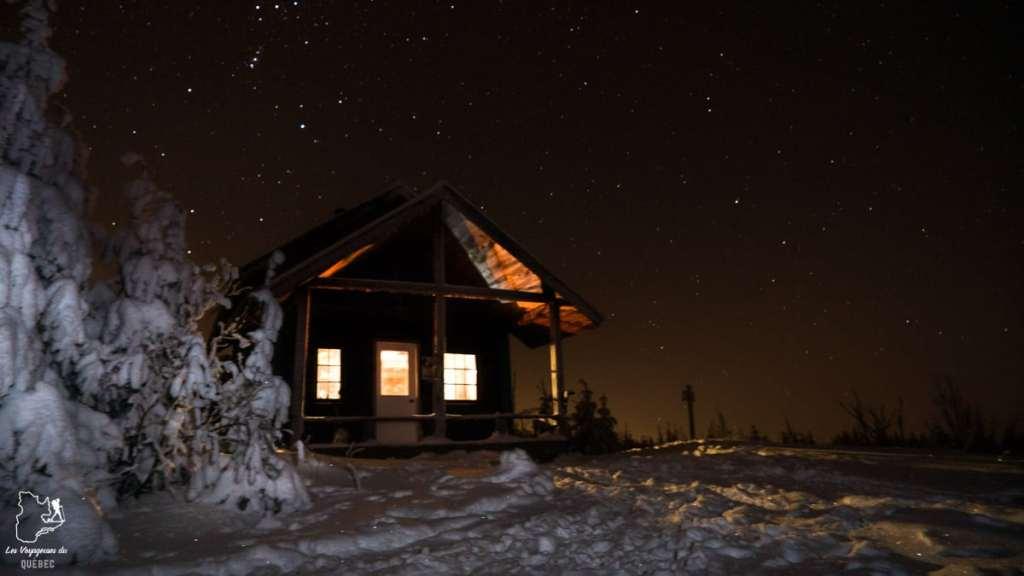 Raquette et nuit au refuge Mésangeai à la Montagne noire dans Lanaudière dans notre article 10 activités hivernales au Québec : quoi faire au Québec en hiver #hiver #quebec #canada #activites
