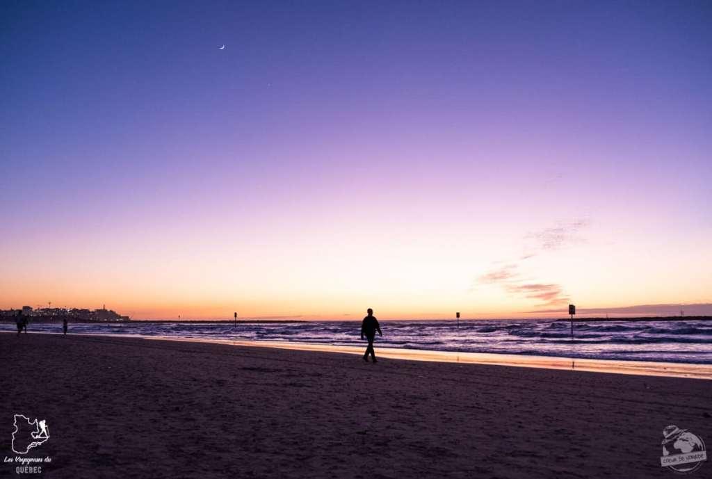 Coucher de soleil sur la plage de Tel Aviv en Israël dans notre article Noël en Terre sainte : 9 jours à visiter Israël et la Palestine durant les fêtes #noel #terresainte #israel #palestine