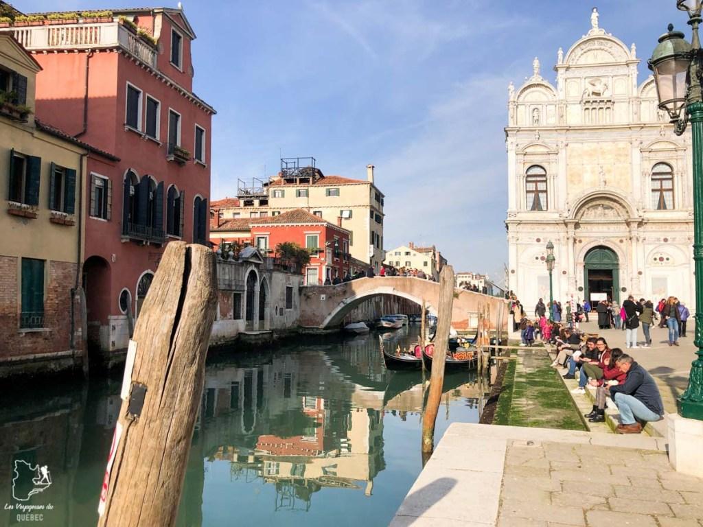 Balade dans les ruelles de Venise dans notre article Visiter Venise en 4 jours : Que voir et que faire à Venise en Italie #venise #venetie #italie #voyage #europe