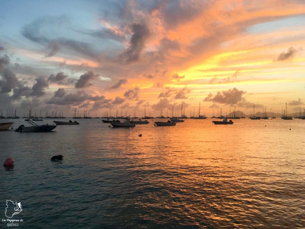 Coucher de soleil sur la plage Sainte-Anne en Martinique dans notre article Que faire en Martinique : 10 incontournables à visiter sur l'île aux fleurs #martinique #france #caraibes #antilles #amerique #voyage #ile