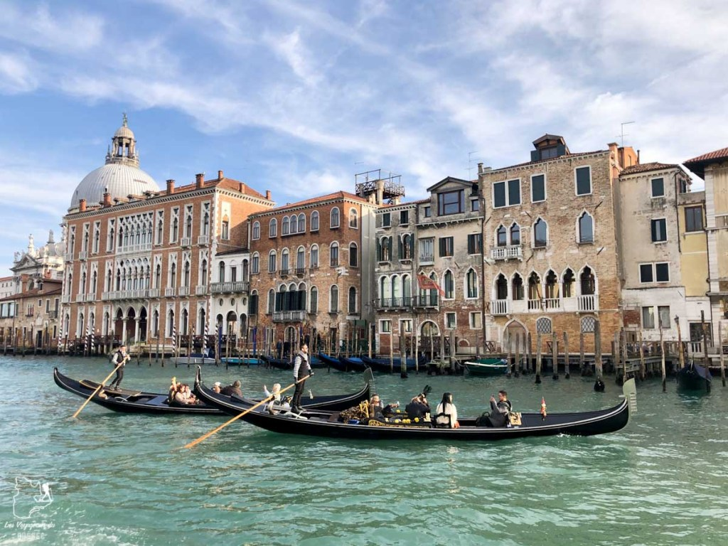 Balade en gondole à Venise dans notre article Visiter Venise en 4 jours : Que voir et que faire à Venise en Italie #venise #venetie #italie #voyage #europe