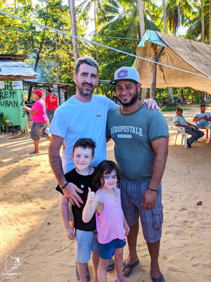 Beau moment avec les locaux à Las Terrenas en République Dominicaine dans notre article Voyager en République Dominicaine autrement : Las Terrenas, destination coup de coeur #republiquedominicaine #caraibes #antilles #amerique #voyage #voyagedanslesud #lasterrenas