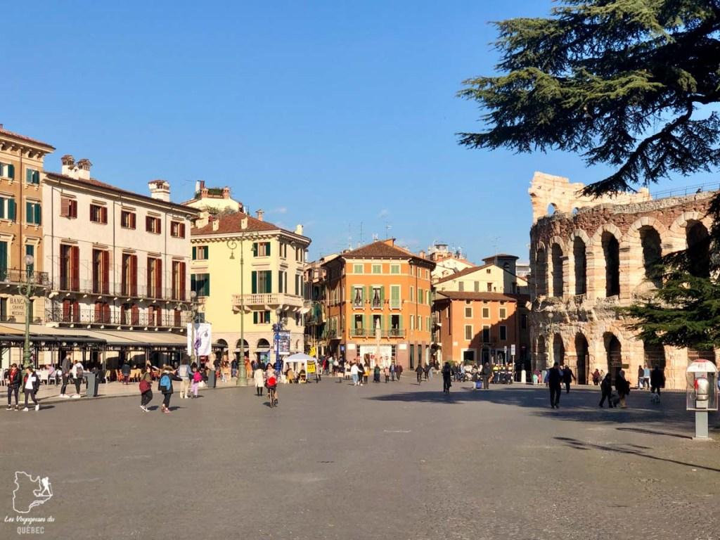 Piazza Bra à Vérone dans notre article Visiter Vérone en Italie : mes incontournables de la ville de Roméo et Juliette #verone #italie #venetie #voyage #europe