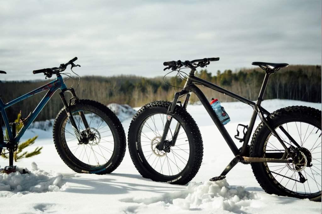 Faire du fatbike au Lac-Beauport dans notre article Fatbike au Québec : 8 endroits pour faire du fatbike au Québec en hiver #fatbike #velo #quebec #hiver