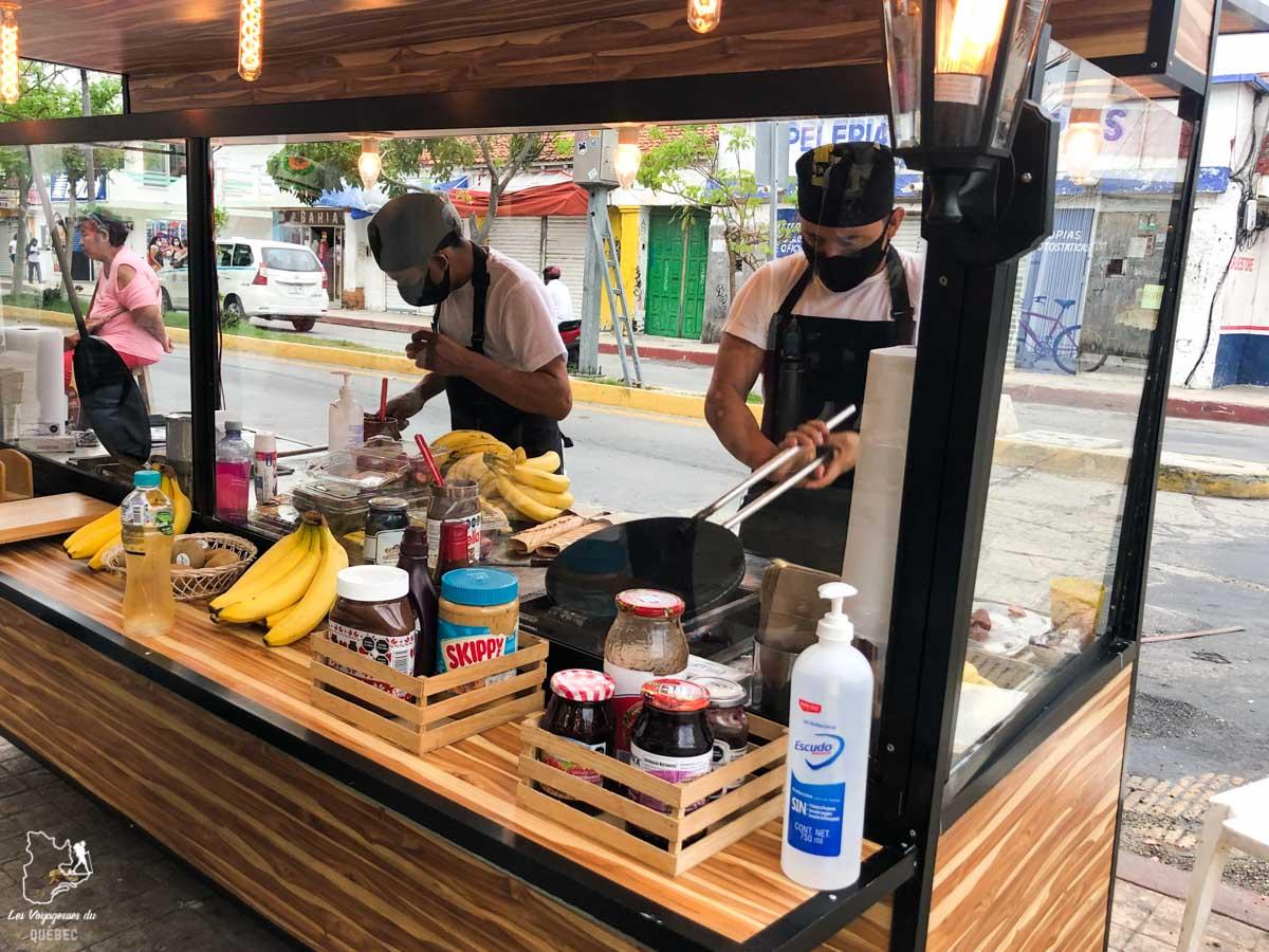 Street food sur la Quinta Avenida Norte à Playa del Carmen au Mexique dans notre article Quoi faire à Playa del Carmen et dans le Quintana Roo au Mexique en indépendant #playadelcarmen #quintanaroo #mexique #voyage #caraibes #yucatan