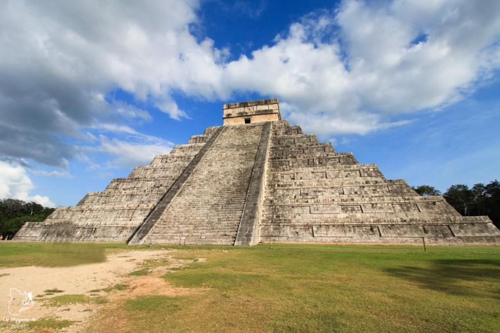 Pyramide El Castillo à Chichén Itzá au Mexique dans notre article Quoi faire à Playa del Carmen et dans le Quintana Roo au Mexique en indépendant #playadelcarmen #quintanaroo #mexique #voyage #caraibes #yucatan