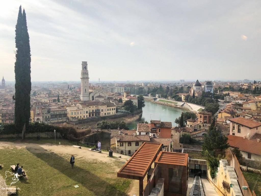 Vue sur Vérone depuis le Castel de San Pietro dans notre article Visiter Vérone en Italie : mes incontournables de la ville de Roméo et Juliette #verone #italie #venetie #voyage #europe