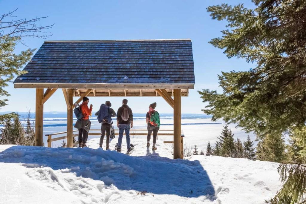 Belvédère sur le Sentier des Caps de Charlevoix dans notre article Nuit en montagne: 5 endroits où dormir au sommet d'une montagne au Québec #quebec #montagne #sommet #hebergement