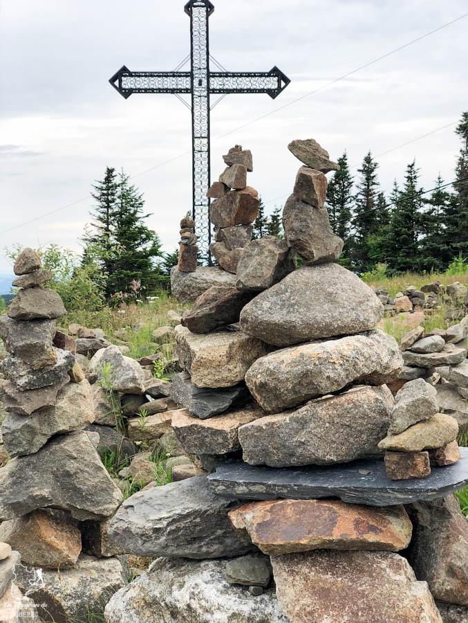 Sommet du Mont St-Joseph au Parc du Mont Mégantic dans notre article Nuit en montagne: 5 endroits où dormir au sommet d'une montagne au Québec #quebec #montagne #sommet #hebergement