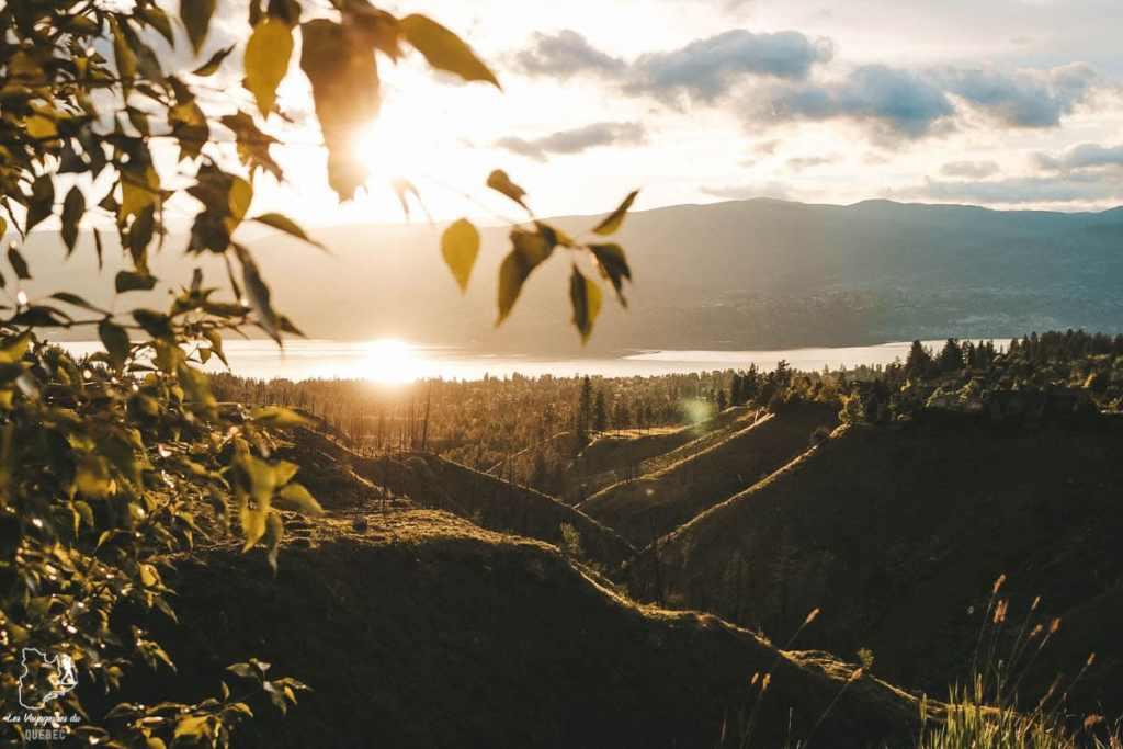 Coucher de soleil dans la Vallée de l'Okanagan en Colombie-Britannique dans notre article Visiter le Canada autrement : Ma traversée du Canada hors des sentiers battus #canada #roadtrip