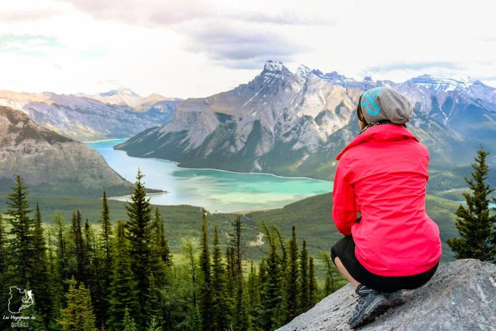 Vue sur un lac dans les Rocheuses dans notre article Visiter le Canada autrement : Ma traversée du Canada hors des sentiers battus #canada #roadtrip