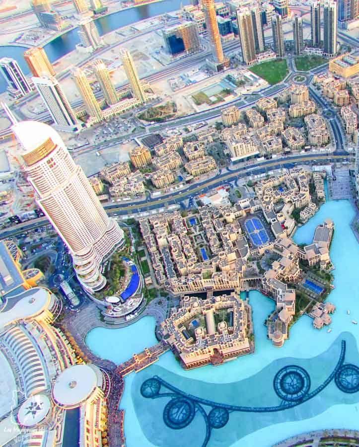 Vue depuis la tour Burj Khalifa de Dubaï dans notre article Visiter Dubaï avec un petit budget : Que faire à Dubaï et voir pour un séjour pas cher #dubai #emiratsarabesunis #asie #voyage