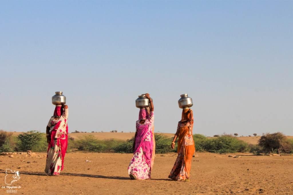 Femmes du désert de Thar au Rajasthan dans notre article Visiter le Rajasthan en Inde : Itinéraire et conseils pour un voyage dans cet État du Nord de l'Inde #rajasthan #inde #itineraire #voyage