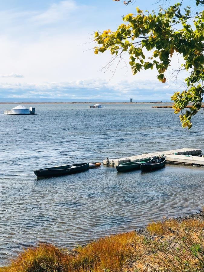 Dormir sur l'eau dans une yourte Aux 4 Vents en Gaspésie dans notre article Dormir sur l'eau: 5 hébergements insolites sur l'eau où dormir au Québec #quebec #hebergement #hebergementinsolite
