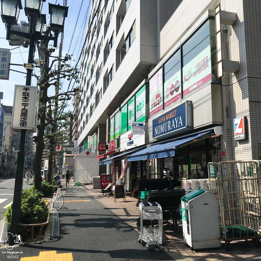 Ne pas manger dans la rue dans notre article La politesse au Japon et l'étiquette japonaise : Petites règles pour savoir comment se comporter au Japon #japon #politesse #culture #asie #voyage