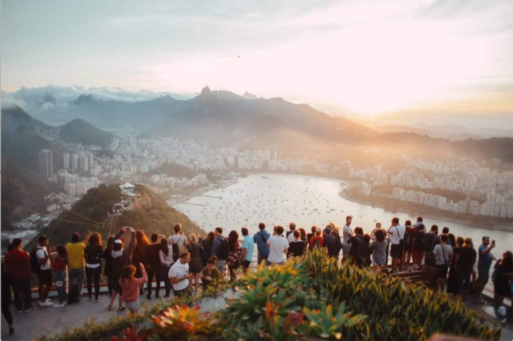 Tourisme de masse, le contraire de voyager lentement dans notre article Le Slow travel : Voyager lentement et de manière responsable #slowtravel #slowtourisme #voyage #voyagerlentement