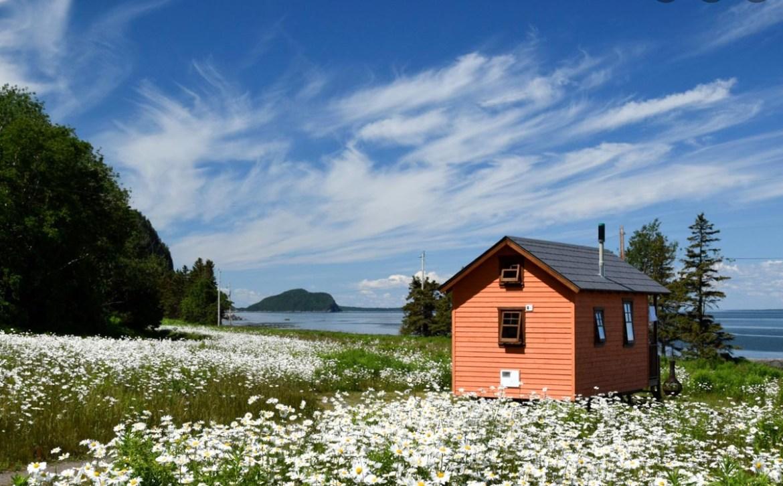 Location mini-chalet au Domaine Floravie à Rimouski dans notre article 8 mini-maisons et mini-chalets au Québec à louer pour vos vacances #minimaison #minichalet #hebergement #quebec #vacances
