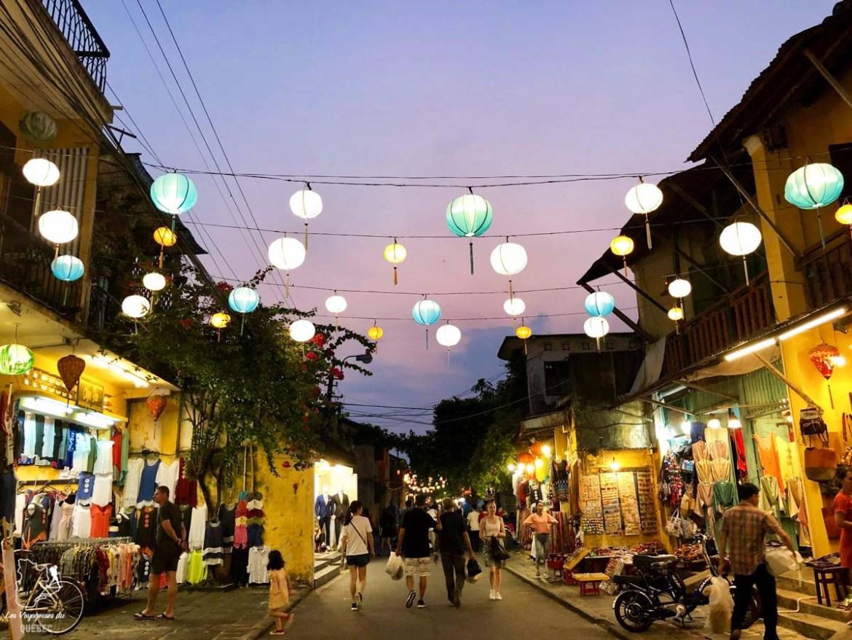 Marché de nuit à Hoï An au Vietnam dans notre article Oser partir en voyage au bout du monde malgré des barrières #voyage #oservoyager