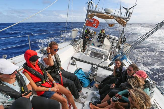 Le voilier sur le penchant dans notre article Elle participe à Mission eXXpedition : projet écologique en mer totalement féminin #exxpedition #ecologie #environnement #voilier #femme #voyage