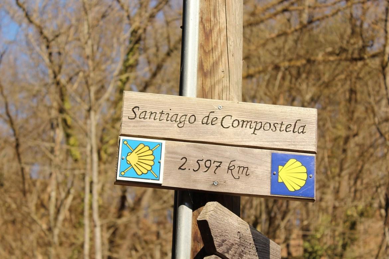 La grande aventure du chemin de Saint-Jacques-de-Compostelle dans notre article Chemin de Compostelle : 5 questions qu'on se pose sur ce célèbre pèlerinage #compostelle #pelerinage #chemin #saintjacquesdecompostelle #marche