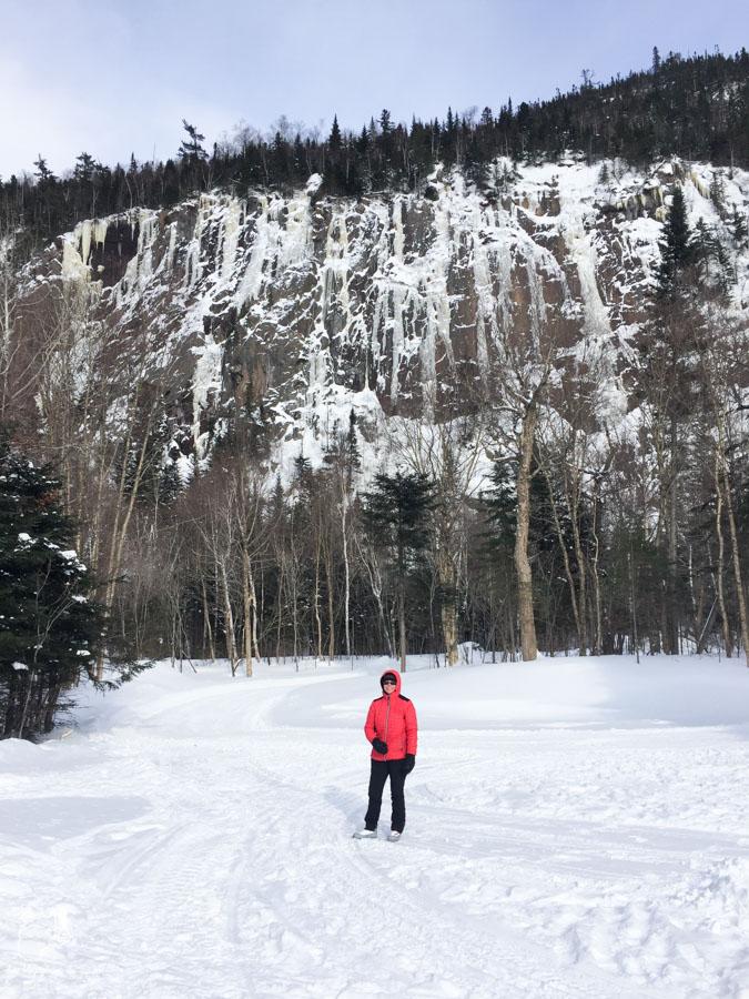 Parc des Hautes-Gorges-de-la-Riviève-Malbaie en hiver dans notre article Visiter Charlevoix au Québec: Quoi faire dans Charlevoix entre fleuve et montagnes #charlevoix #quebec #voyage #canada