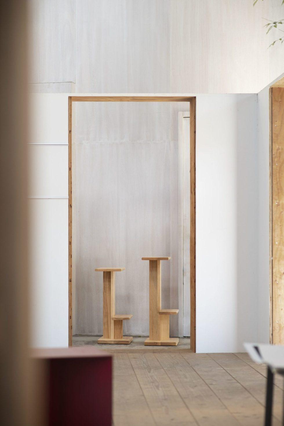 2 oak barstools les vrais doorway