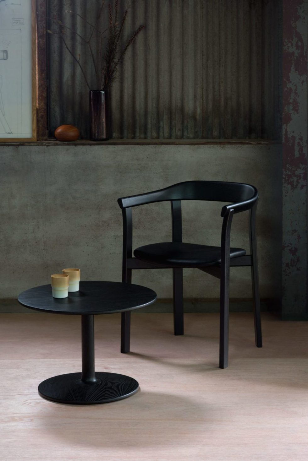 black holm chair les vrais with taio table