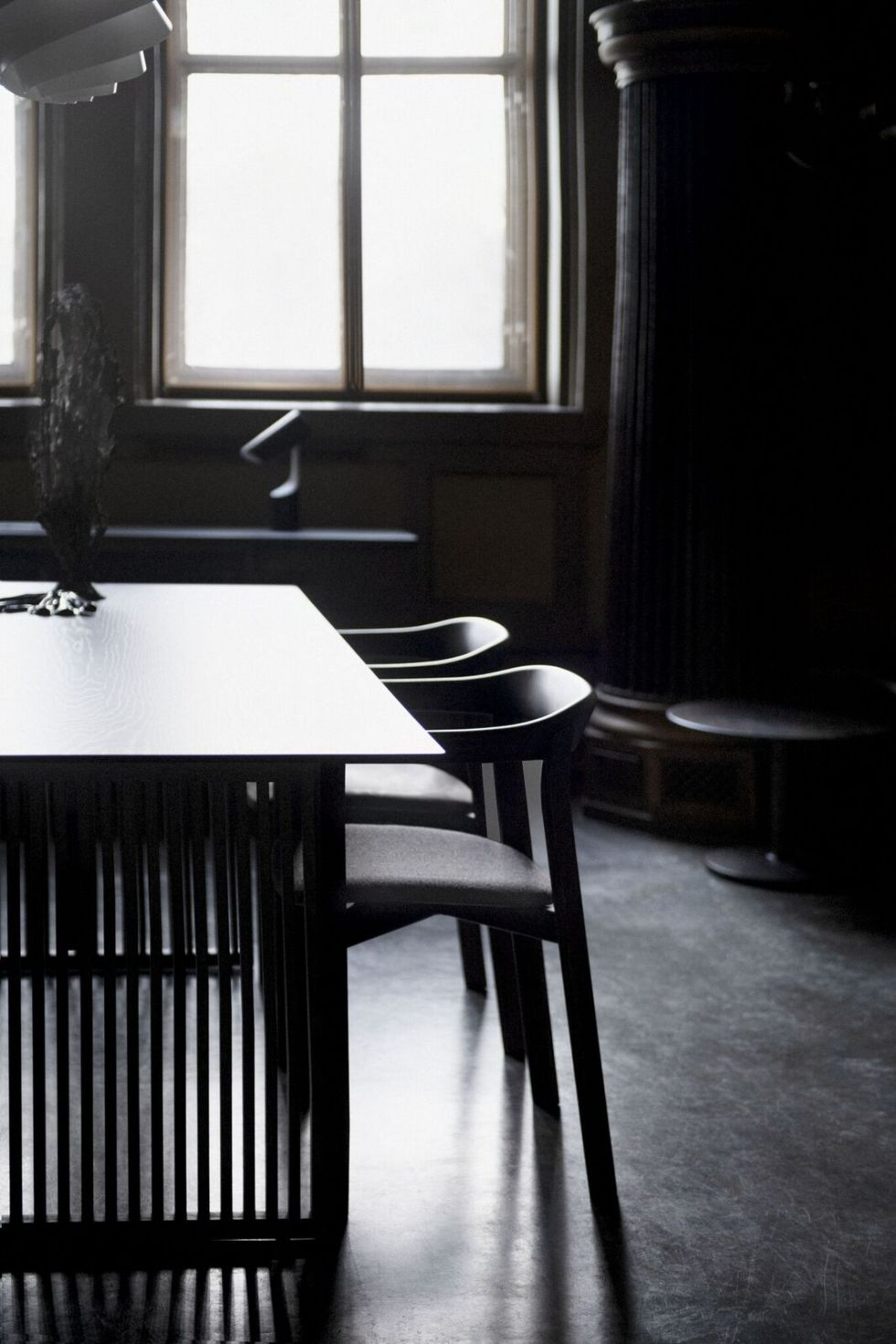lattice table with holm chairs in smoke