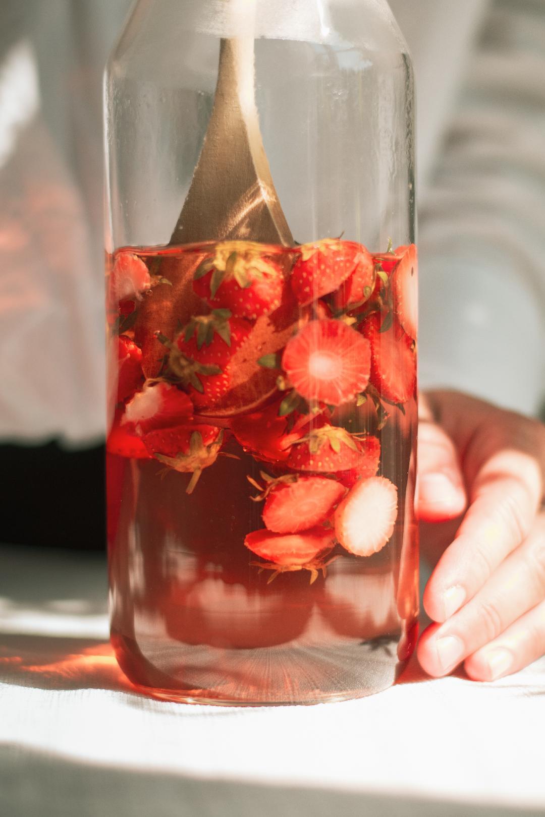 Slush/limonade à l'infusion de queues de fraises