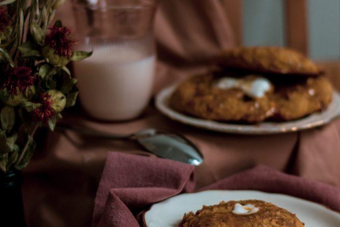 Biscuits à la citrouille, guimauves et caramel à l'érable