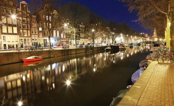 Amsterdam - Z letalom na poti